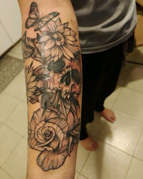 Adam G - Skulls and roses